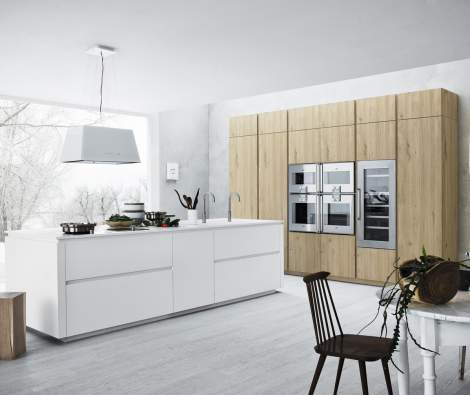 Cloe Silk-Effect White Lacquer Natural Knotted Oak Kitchen Composition, Cesar Italy