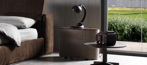 Moon Night Stand, Cierre Italy