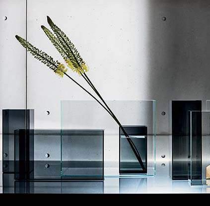 Skyline Vase, Sovet Italia